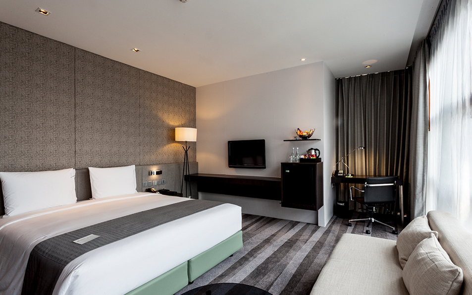 Holliday Inn Sukhumvit22 Lowres 001